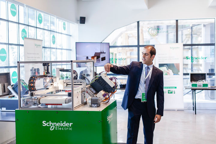 """""""Connect to Success"""" από τη Schneider Electric"""