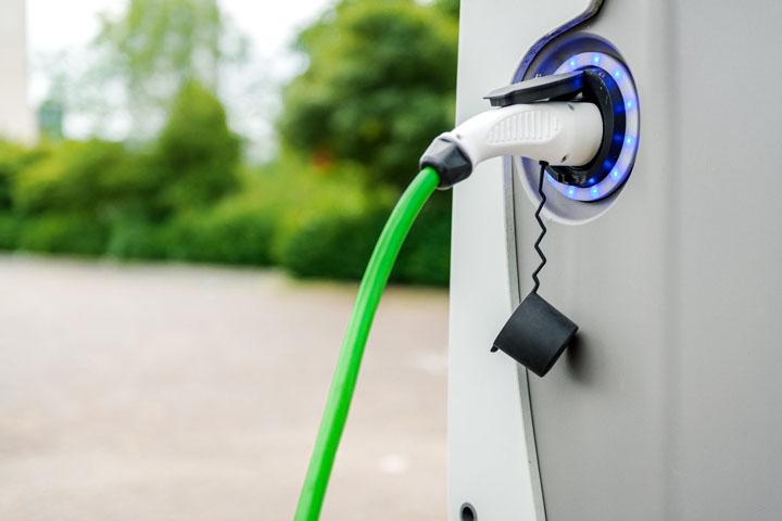 Αττική: 120 νέοι σταθμοί φόρτισης για ηλεκτρικά οχήματα