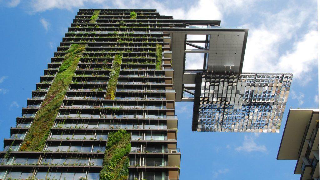 Ε.Ε.: Επεξεργάζεται αλλαγές στους τραπεζικούς όρους για όσους επιλέγουν πράσινα κτίρια
