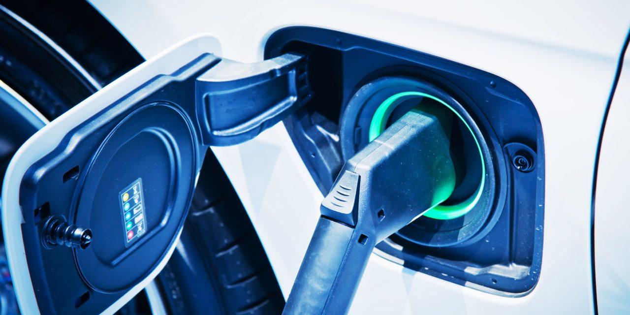 Ηνωμένο Βασίλειο: Το ρεύμα για τα ηλεκτρικά αυτοκίνητα θα φορολογείται ξεχωριστά